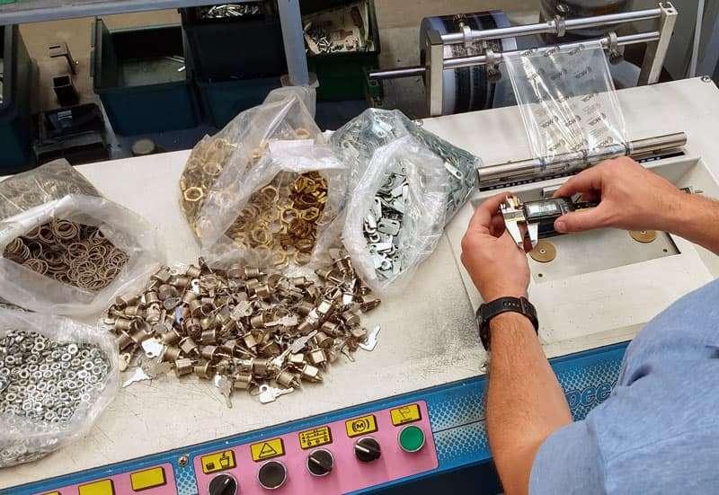 Controllo qualità - verifiche e test di conformità per serrature